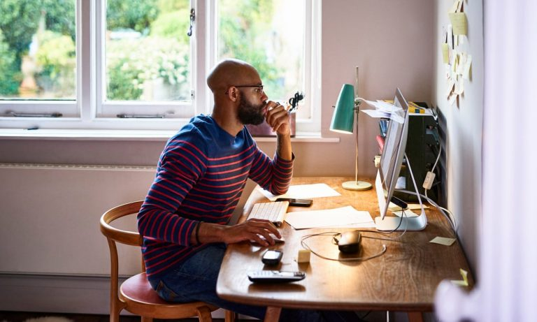 Extreme loneliness or the perfect balance? How to work from home and stay healthy